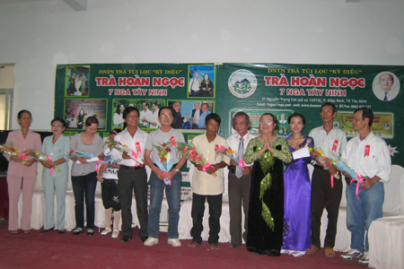 Tra Hoan Ngoc-TraHOANNGOC450-trankhachhang